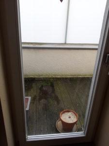 Balkon nachher mit Sand für die Lagerung von Möhren